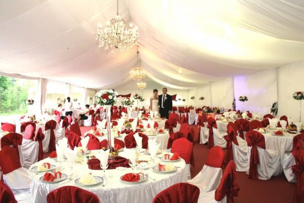 Прокат красных свадебных в